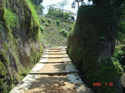 臼杵城 畳櫓を鐙坂から