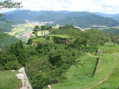 竹田城 天守台から北千畳方面を望む