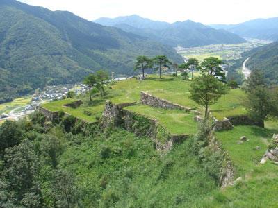 竹田城 天守台から南千畳方面を望む