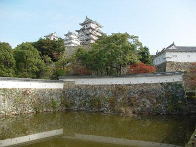 姫路城天守閣(三国濠前から)