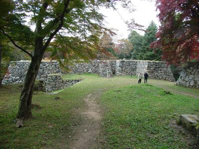 高取城 新櫓と太鼓櫓跡