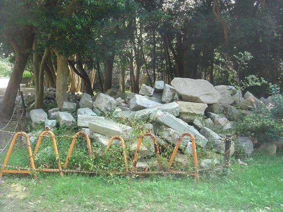 集積された石垣の石