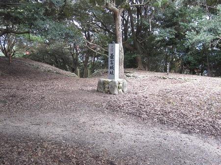 11二の丸石碑