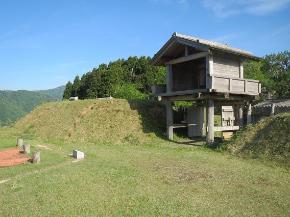 30本丸門と櫓台