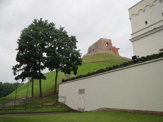 11武器庫裏からゲディミナス城を城を