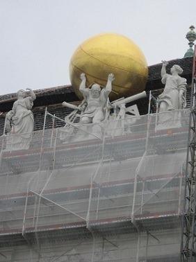 26大広間彫像1 (1)
