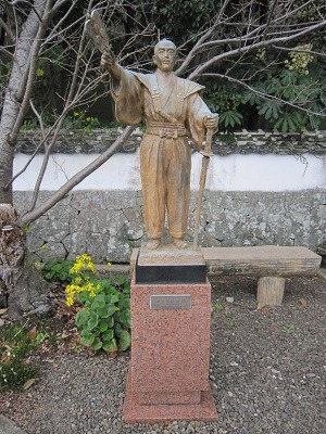 松浦隆信像