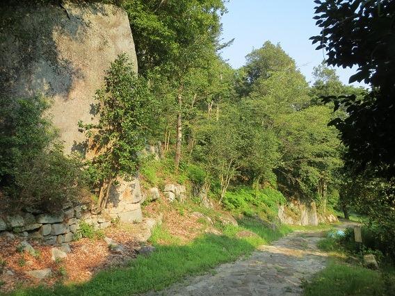 05巨岩と石垣