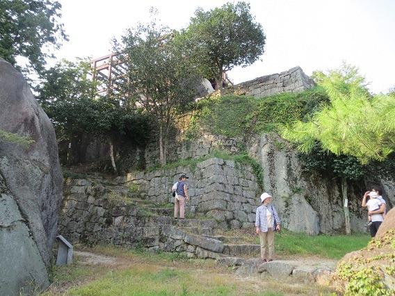 64本丸南側石垣