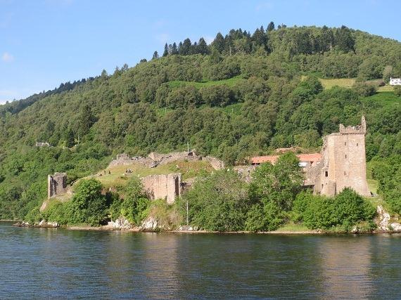 01ネス湖からアーカート城を1