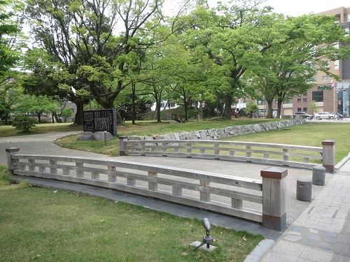 松任城内堀跡と木橋