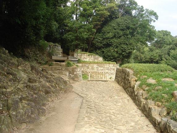 石敷き通路