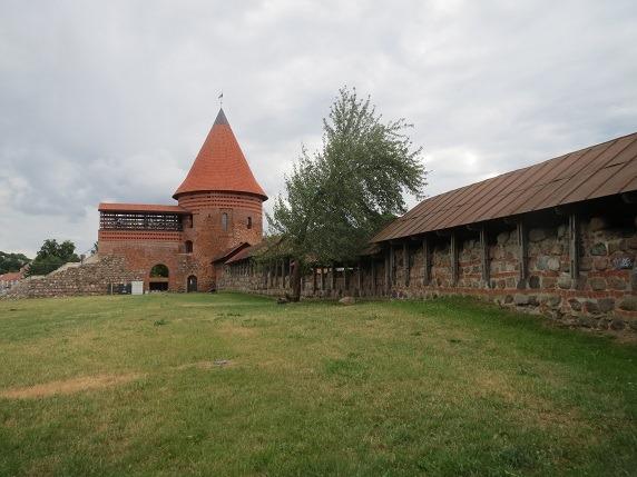 11城内側から城壁と塔