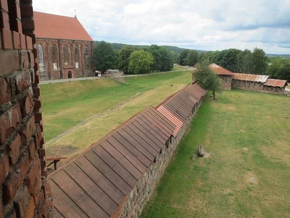23塔の上から城壁と濠を