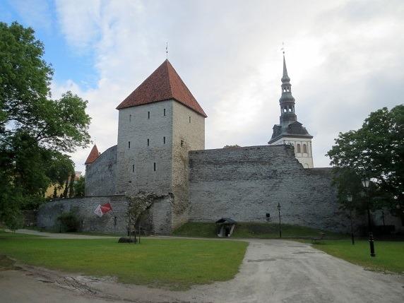 乙女の塔とニグリステ教会の尖塔