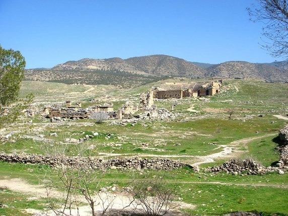 円形劇場とアポロン神殿