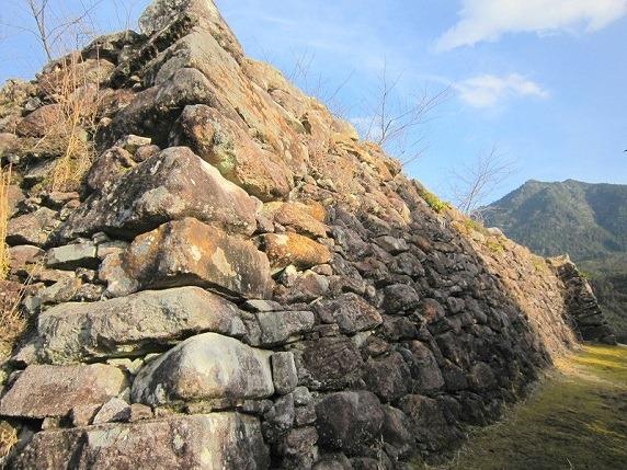 主郭西側の石垣