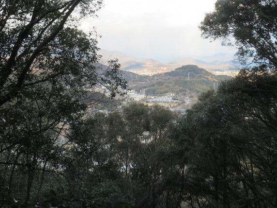 17岡豊城遠景