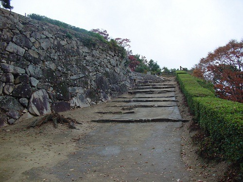 18黒門から鉄門への登城道