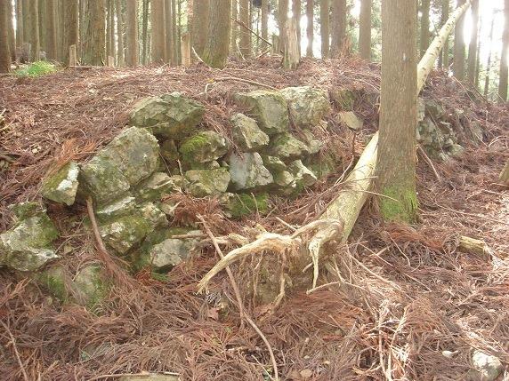 西尾根曲輪の石垣