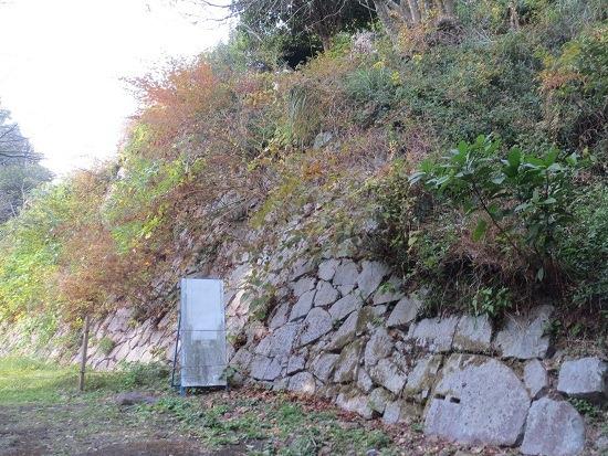 23詰の丸石垣
