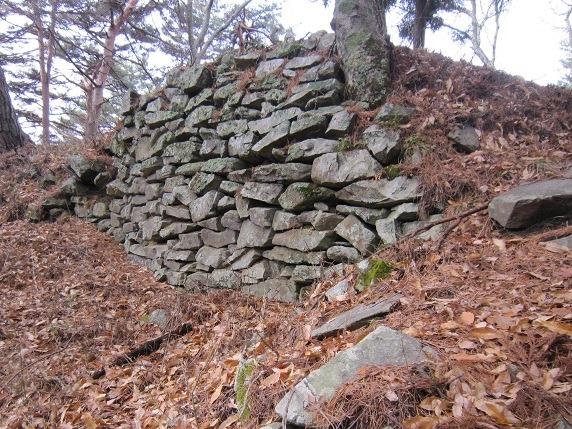 29東斜面石垣2