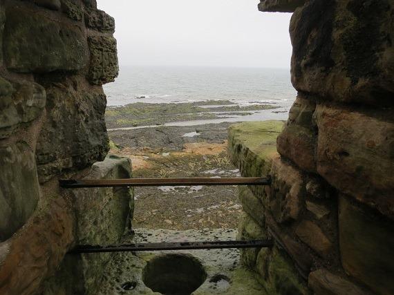 25sea tower石落とし
