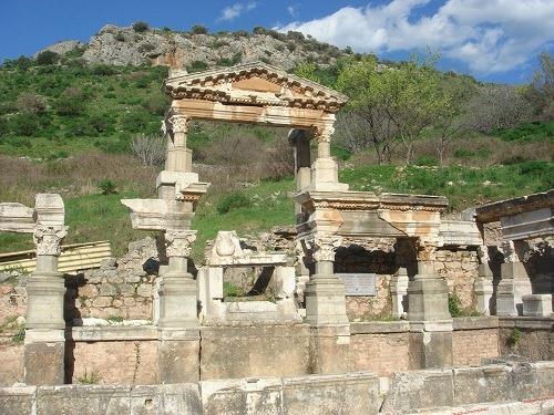 14トラヤヌスの泉