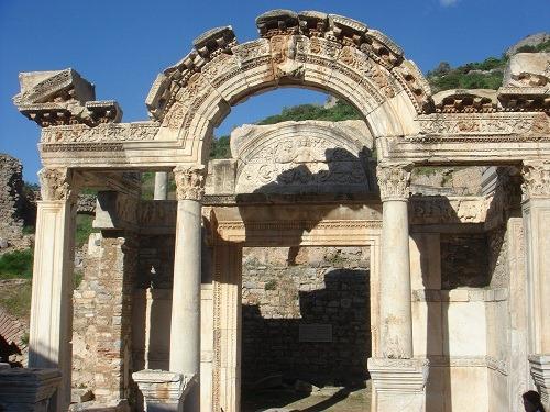 19ハドリアヌス神殿
