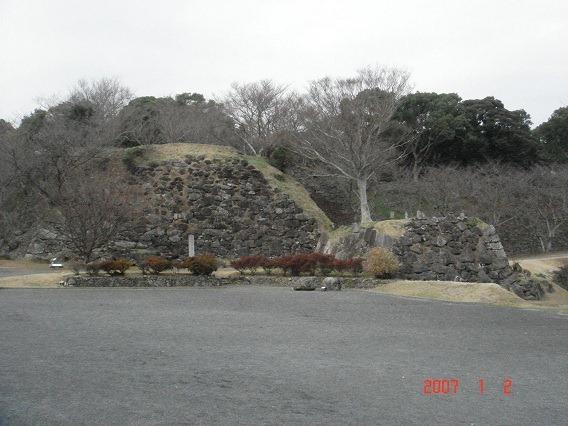 01三の丸東面石垣と大手口櫓台跡