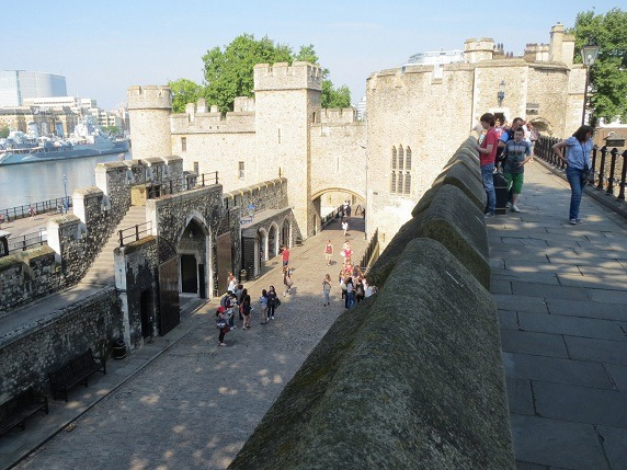 城壁上からトーマスタワーを