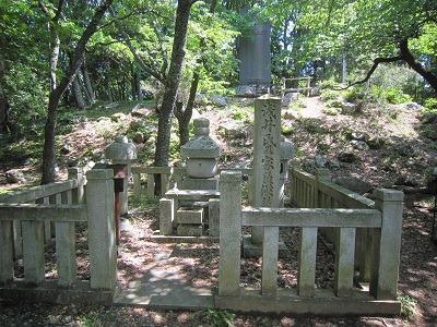供養塔と石碑