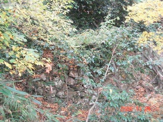 23大堀切脇の石垣