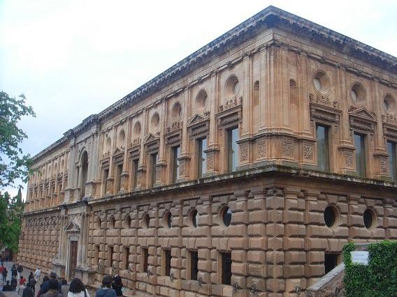 26カルロス5世宮殿1