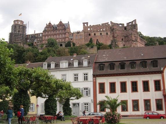 カールス広場からハイデルベルク城を望む