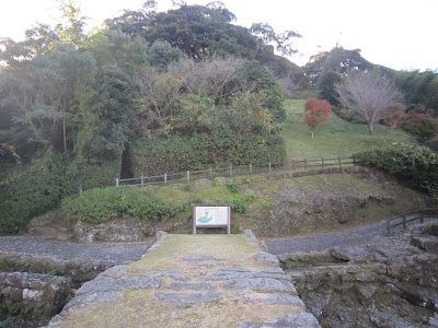 07眼鏡橋から城跡を