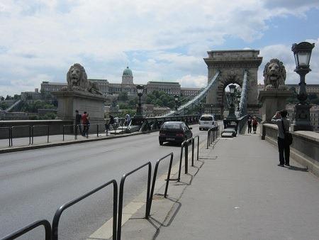 011くさり橋からブダ城を