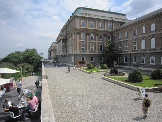 17国立美術館東面1