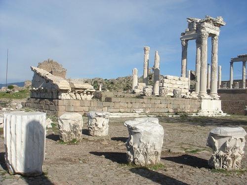 トラヤヌス神殿1