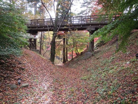 本丸空堀に架かる二の丸橋