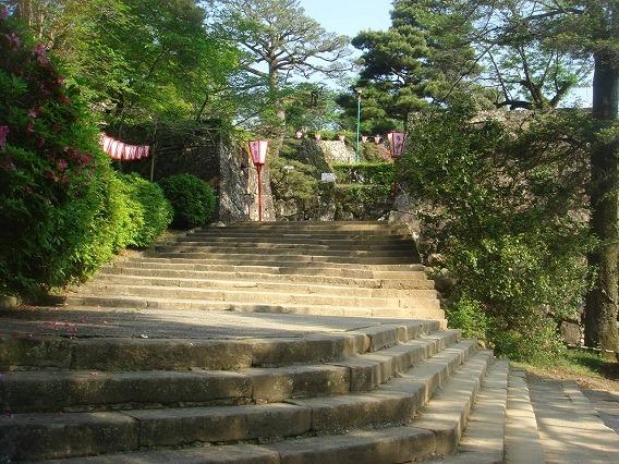 鉄門への石段