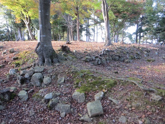 千畳敷石垣と石塁