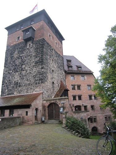 04五角形の塔