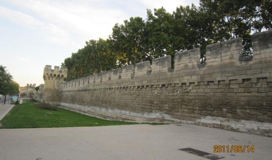 アヴィニョン南部城壁と堀趾
