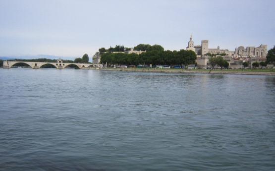法王庁とサンベネゼ橋