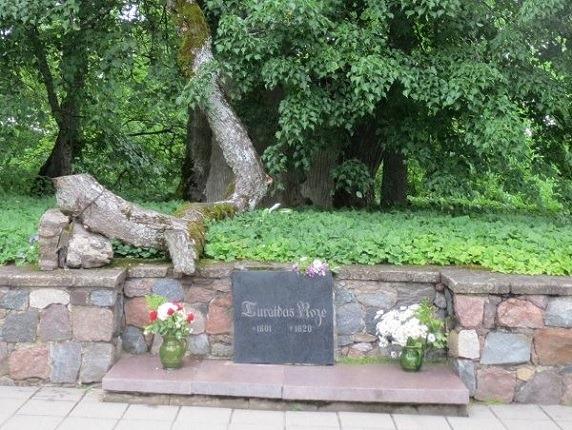 05ルアザの墓