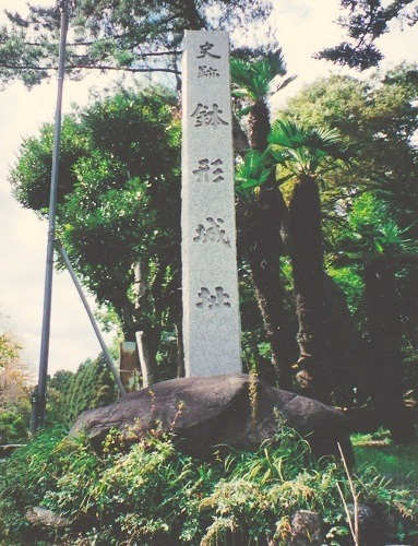 02鉢形城石碑