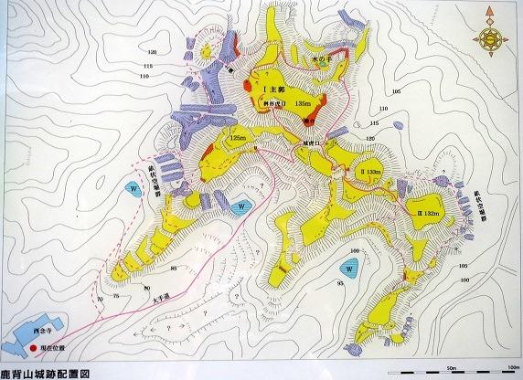 鹿背山城縄張図
