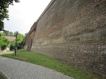 03プラハ門脇城壁