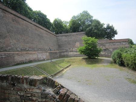 04プラハ門脇城壁